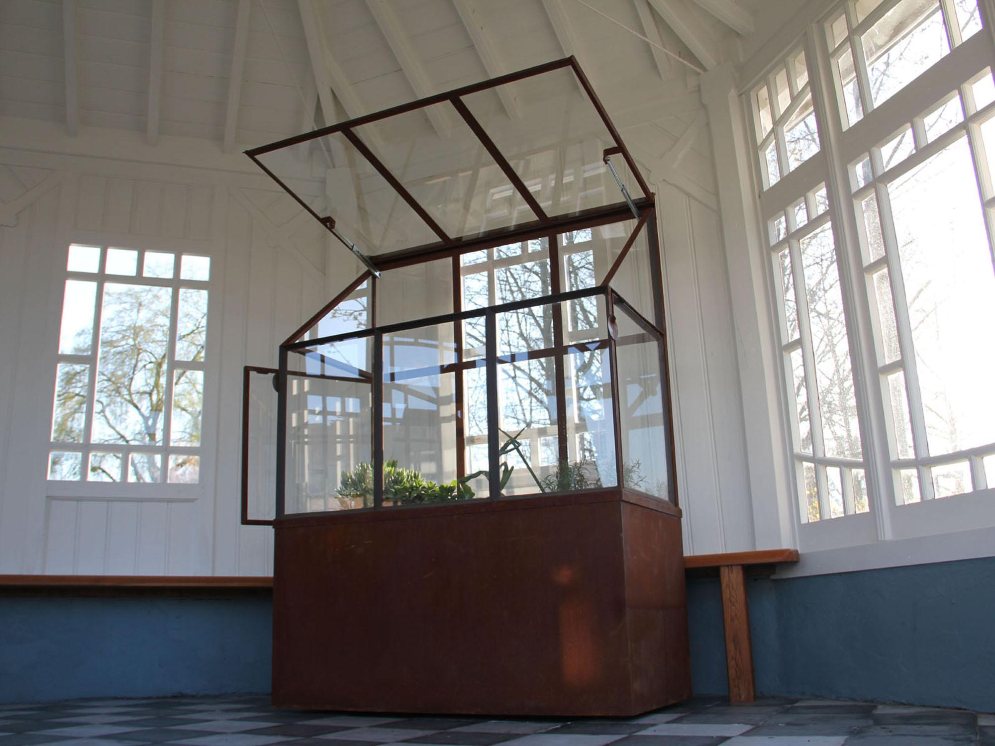 Vierkante tuin klassiek: grote polyster plantenbakken en klassieke ...